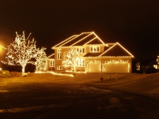 roof and tree lighting with lite wreath & bow