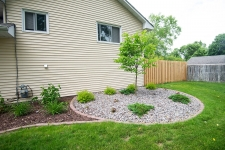 rock and mulch with bullet edging